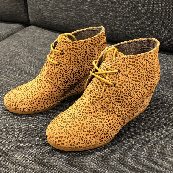 b84f28bb984 Tom s Cheetah Suede Desert Wedge Booties Size 9. M 5b12fac2035cf175083c6279